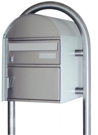 Briefkasten Airolo mit Rundrohrbügelstütze Chromstahl Freistehend von Huber
